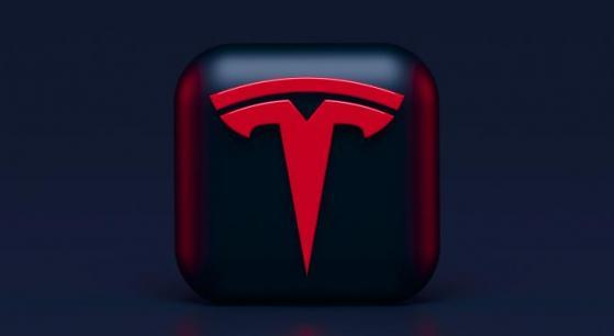 Tesla aumenta prezzo della Model S Plaid di $1000